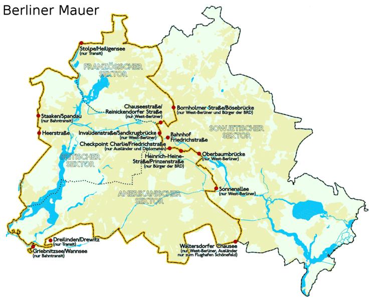 Verlauf der Berliner Mauer vor 1989 mit Grenzübergängen. CC 1.0