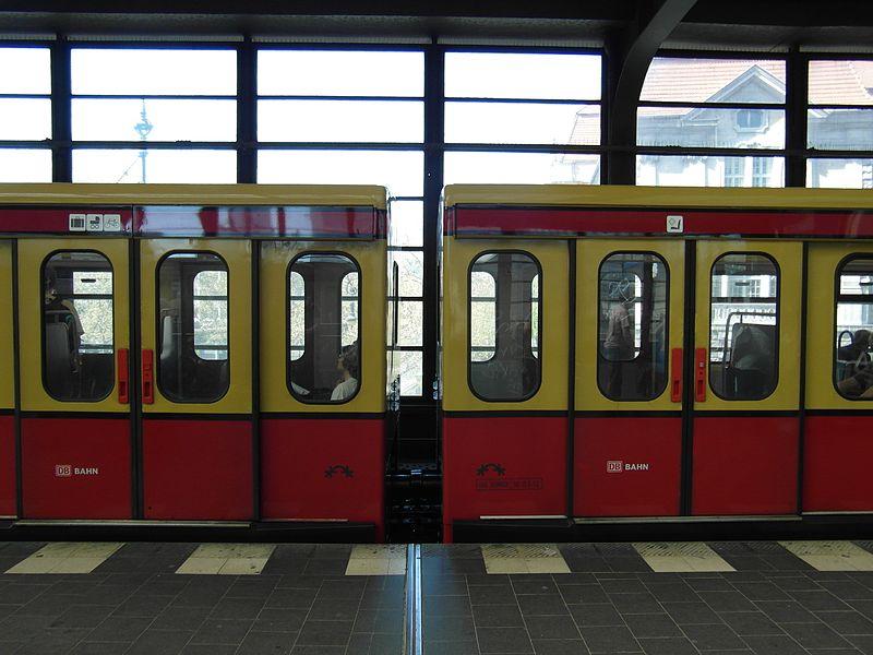 Die S-Bahn am Bahnhof Zoo. Foto: Magnus Manske. CC 2.0.