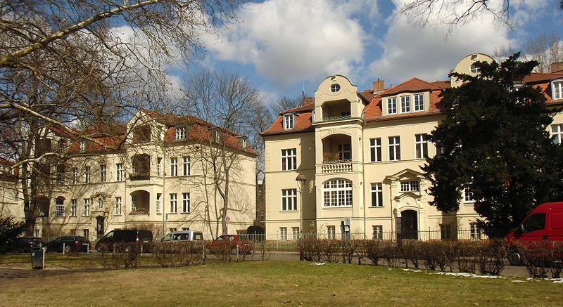 Teil der denkmalgeschützten Wohnhäuser Amalienpark 1-8. CC 3.0.