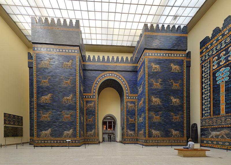 Das Ischtar-Tor im Pergamonmuseum, 2014. Foto: Radomir Vrbovsky. CC 4.0
